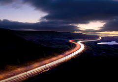 Saddleworth Wiggle - Dec 2008 (Ben Pearey) Tags: light sunset west motorway yorkshire trails moor pennines m62 saddleworth bppnight