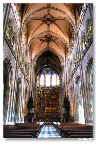 Nave central da catedral de Oviedo by VRfoto