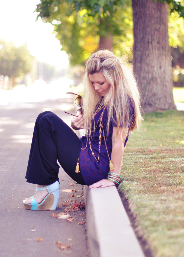 60's 70's look   +   tunic  and flares +gold jewelry