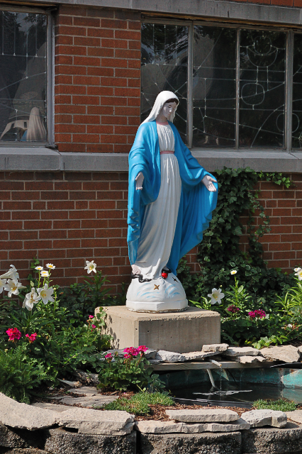 Holy Angels Parish (former Saint Bernard Church), in Wood River, Illinois, USA - Marian garden