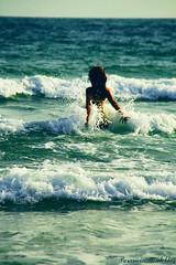 Das De Sol (Paranoico (MDMAfia)) Tags: water libertad mar agua colours chica colores olas espuma