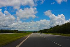 Coming Back (Luiz Henrique Assunção) Tags: road blue brazil sky azul brasil canon eos céu estradas 40d licassuncao