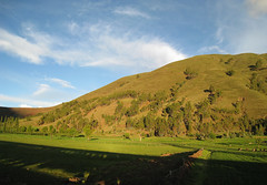 Glowing Hills (icelight) Tags: shadow peru train landscape rail hills andes sacredvalley goldenhour