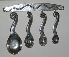 Cool measuring spoons
