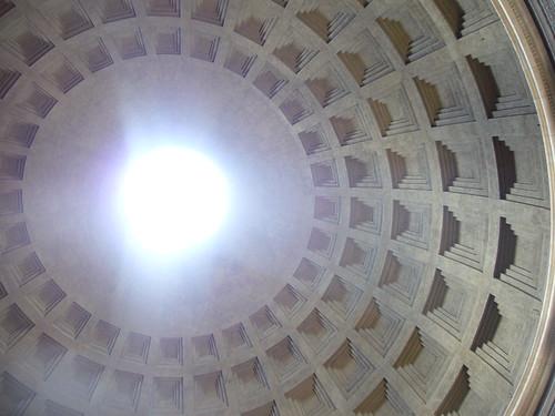 Luz en el Panteón de Adriano,  Roma