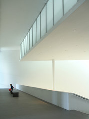 Contemplating Light at the Pinakothek der Moderne (yushimoto_02 [christian]) Tags: light red people art lines museum architecture canon germany munich mnchen geotagged person persona arquitectura europe bellasartes arte pants kunst exhibition moderne architektur munchen museo redpants vanishing ausstellung exposicion pinakothek architectura kunsthalle pinakothekmoderne interiorarchitecture exhibicion canonxsi exploredcanoneosdigitalrebelxsi schneknste bellaarte schoenekuenste