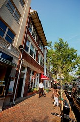 Alexandria's King Street invites walking (by: Drew Saunders, creative commons license)