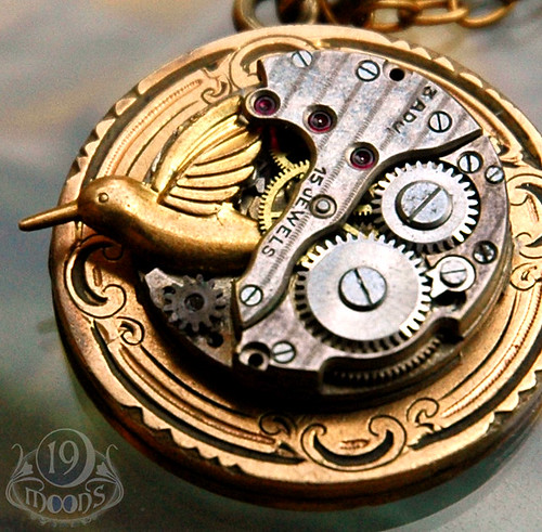 WINDUP BIRD Vintage LOCKET Necklace by 19 Moons Close-Up