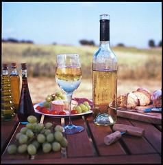 Wein (_meinBlickwinkel_) Tags: color 120 6x6 film analog germany mood er cm hasselblad 500 tisch landschaft farbe portra vc wein 160 weisswein