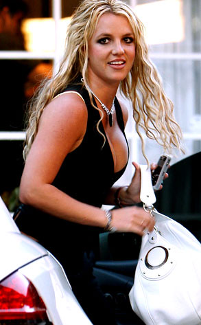 Britney Spears returns to her braless ways