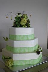 Late summer wedding cake in Montana (Herbert Harper) Tags: flowers wedding summer green rose cake montana bakery sweetpea hexagon ribbon buttercream sweetpea:venue=rv