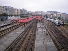 Andenes y vias de la estación de Vigo