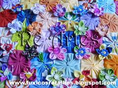 Flor de Fuxico (Fuxicos e Retalhos by Renata Arruda) Tags: flores cores artesanato fuxico patchwork artes decorao yoyo almofada yoyos retalhos chaveiros fuxicos flordefuxico floresdefuxico