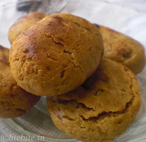 Baked wholewheat crispy buns - Baati