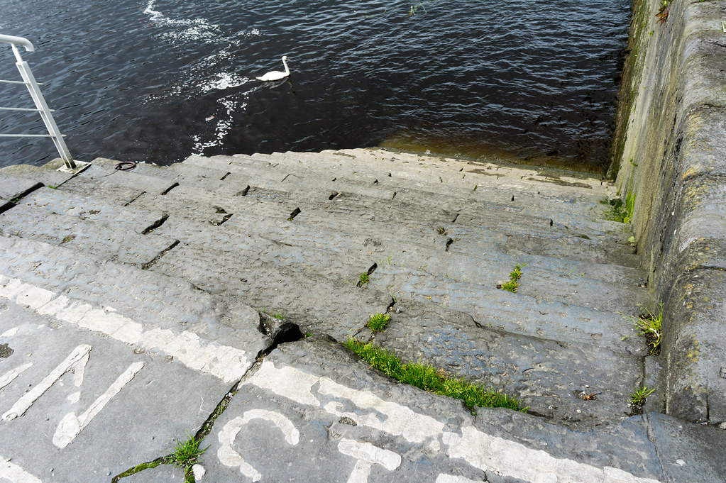 Limerick - Caution Steps (The Bishop's Quay)