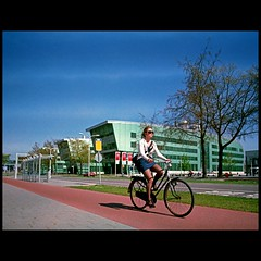 (Hans van Reenen) Tags: color film bicycle mediumformat nijmegen cycling student cyclist nederland thenetherlands cine fahrrad fietsen fietser pentax67 radbouduniversiteit heyendaalseweg fujicolorpro160s silkypixpro canoscan9000f 20110411 pentax6x745mmf4