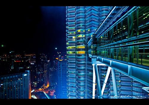 Skybridge between the Twin Towers