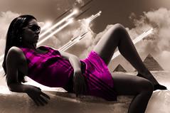 [フリー画像] 人物, 女性, グラフィックス, フォトアート, ドレス, サングラス, ピラミッド, 201007080300
