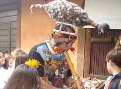 Apresentação do índio da tribo Meninako