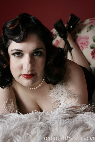 vintage pinup makeup. vintage pinup Makeup amp; styling by The Darling Sisters: