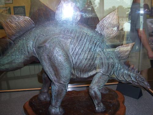 stegosaurus dinosaur statue