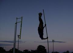 Treinando (Celso Moreno) Tags: field track salto esporte atletismo entardecer atleta vara treino unifor