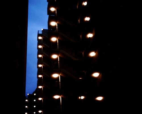 【写真】VQ1005で撮影した夜のマンション