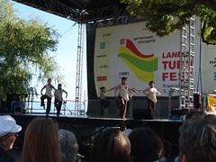 Tanzvorführung auf der Bühne am See