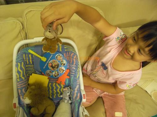 你拍攝的 1娃娃扮夾娃娃機。