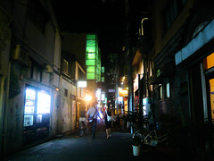 Small street in Kyoto (Stfan) Tags: street urban japan night dark geotagged kyoto couple asia asie rue nuit japon nocturne urbain geo:lon=135769545 geo:lat=35003107