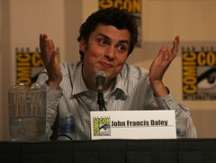 sdcc bones panel 4 john francis daley (April A. Taylor (Dark Art/Horror Photography)) Tags: canon rebel tv panel sandiego fox bones 2008 comiccon comicon sdcc johnfrancisdaley xti aprilataylor