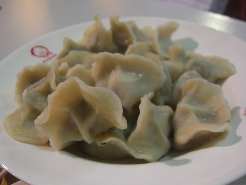 avlxyz 拍攝的 芥菜羊肉 Mustard Green+Lamb, 香菇牛肉 Mushroom+Beef, 素三鲜 Vegetarian 饺子 Dumplings - 老大娘水饺店 Laodaniang Dumpling Shop。
