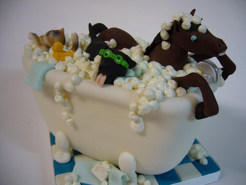 Bathtub menagerie cake