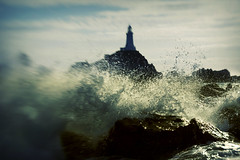Lighthouse lensbaby splash. Corbiere, Jersey. (s0ulsurfing) Tags: ocean light sea cliff sunlight lighthouse seascape blur beach water silhouette rock lensbaby island bay coast licht focus rocks lighthouses waves dof bright bokeh pov cove perspective shoreline silhouettes wave cliffs atlantic pointofview coastal shore foam jersey getty coastline nautical rollers splash 2008 swell isle olas atlanticocean lensbabies sturm corbiere lensbaby20 lacorbiere s0ulsurfing lacorbierelighthouse bayofstmalo insanepornthisshouldbebannedoawesomexxxxmissyaxxx