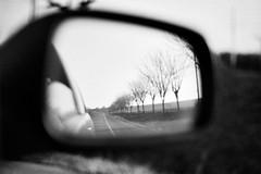 (mulukwausik) Tags: travel bw car autum carretera bn viajes coche otoo carrete analogico sinrumbo nikonf75 carretecaducado2001