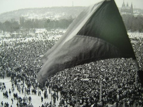 the velvet revolution essay The velvet revolution in czechoslovakia was driven not by one heroic figure but by a shift in the 'collective consciousness' of the nation.