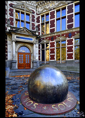 The Steel Ball... at Utrecht University entrance! (B'Rob) Tags: door city travel autumn light streetart holland color building art tourism ex netherlands architecture ball hojas photography photo yahoo google arquitectura puerta nikon flickr utrecht symbol steel picture tourist colores best explore holanda otoño bola academiegebouw lux 1224mm unica fax mejor sleeves tradición acero d300 candida tuindorp brob explored nascitur variis radiis radiat brobphoto