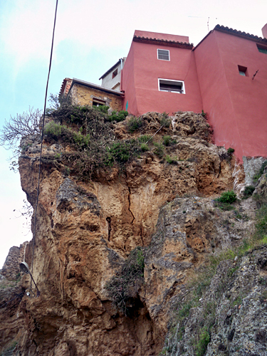 house-cliffs-navajas