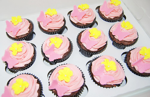 yellow and pink Mothers Day Cupcakes