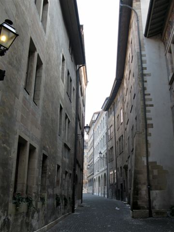 narrow alley in Geneva's Old Town