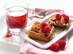 "petits carrs ""coco framboises"" (*steveH) Tags: food tea sweet coconut explore raspberry teatime tisane steveh fruisane"