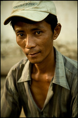 Burmese man (fly) Tags: shwedagon burma myanmar rangoon fly simonkolton