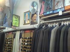 عکس خاتمی در مغازه  کت و شلوار فروشی