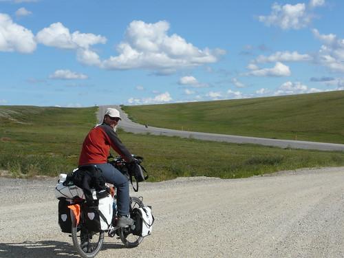 Subiendo una de las primeras de incontables  colinas de la Dalton Highway