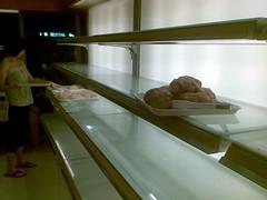 鳳凰颱風前一之軒麵包大搶購