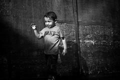 Paris Plages (018) - 21Jul-21Aug08, Paris (France) (°]°) Tags: light boy portrait blackandwhite bw paris beach water dark word fun kid funny eau child darkness noiretblanc lumière police tshirt humour nb sombre 2008 enfant plage garçon drôle plages brumisateur atomizer parisplages