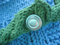 Hidden Buttonhole in the Cable (durandir) Tags: baby knit bibs moderncabledbib