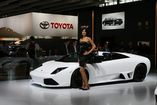 Un top model devant une top car ... (Lamborghini murciélago) Mondial de l'auto 2008 Paris