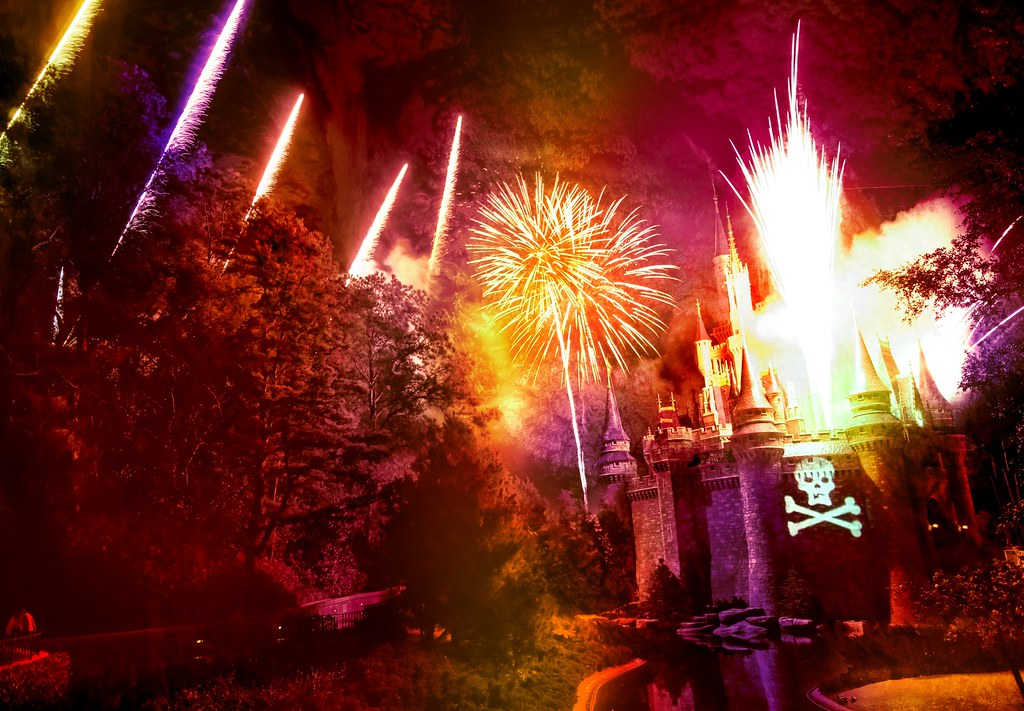 The Fireworks Explosion at Disney During the Pirates and Princesses Party!