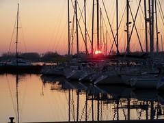 Cap d'Agde... (fabdebaz) Tags: port soleil kodak cap bateau capdagde paysage distillery reflets 34 easyshare agde hrault z710 francelandscapes
